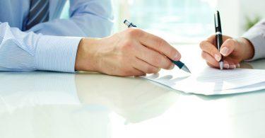 Assinando_contrato